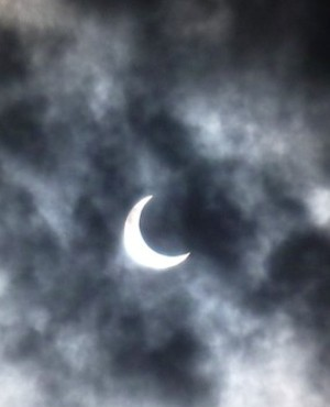 Annular_eclipse_01